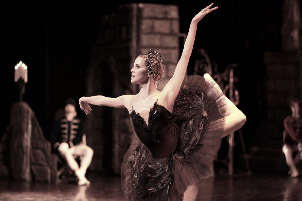 Alina Somova in Swan Lake. © David Makhateli.