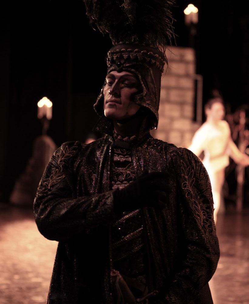 Kiril Yermolenko as Rothbart.<br />© David Makhateli. (Click image for larger version)