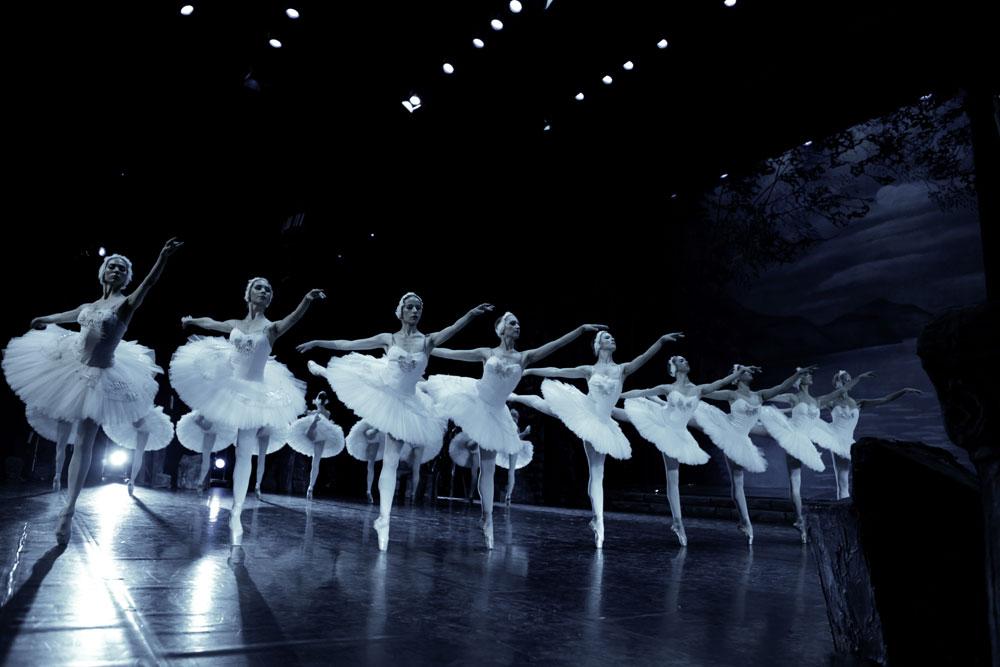 Moscow Kremlin Ballet in <I>Swan Lake</I>.<br />© David Makhateli. (Click image for larger version)