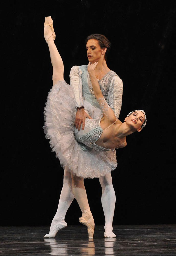 Sergei Polunin and Tamara Rojo in <I>Theme and Variations</I>.<br />© John Ross. (Click image for larger version)