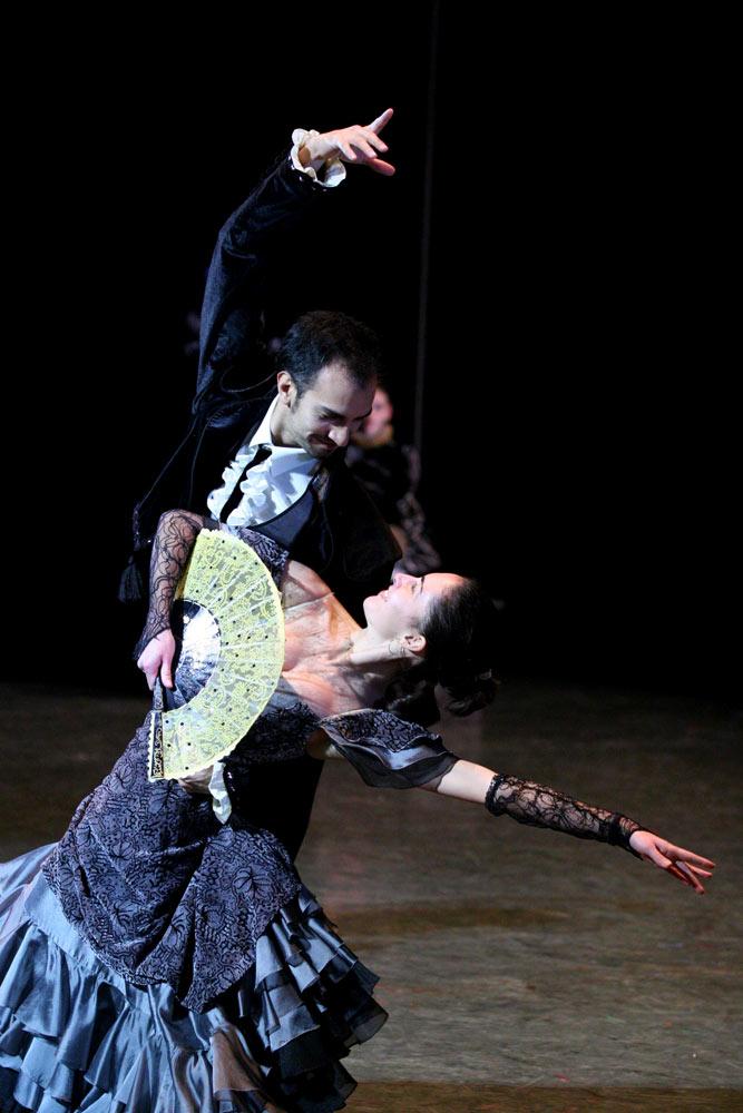 <I>Swan Lake </I>(Spanish Dance): Fernando Mora and Alba Nadal.<br />© Rene Erik Olsen. (Click image for larger version)