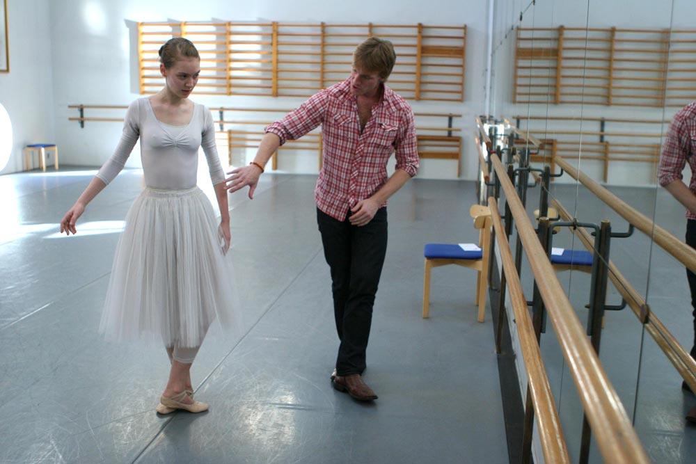 <I>La Sylphide</I> rehearsal: Christina Michanek and Nikolai Hubbe.<br />© Rene Erik Olsen. (Click image for larger version)