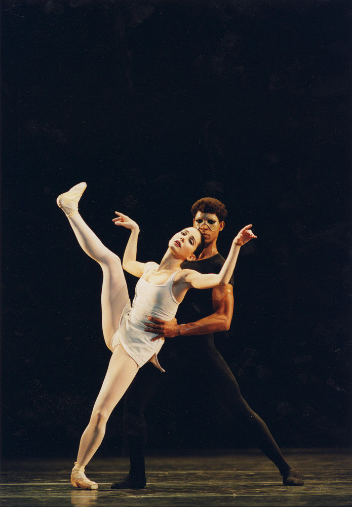 Tamara Rojo and Carlos Acosta in Song of the Earth. © Bill Cooper.