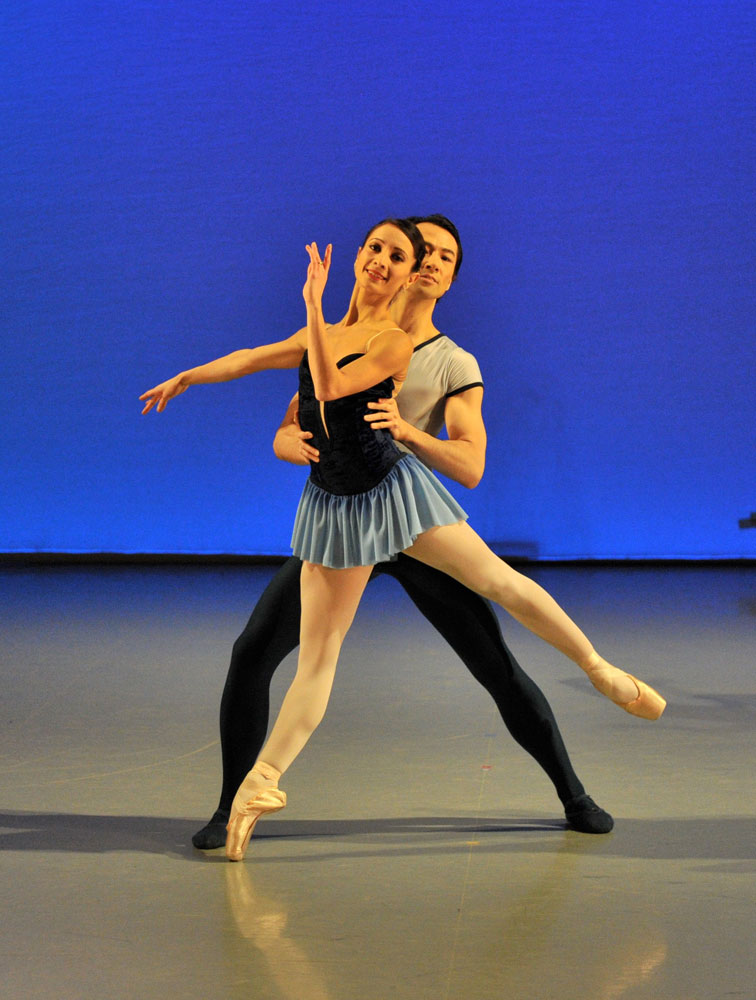 Michela Paolacci and Hironao Takahashi in Perpetuum Mobile. © Brian Slater.