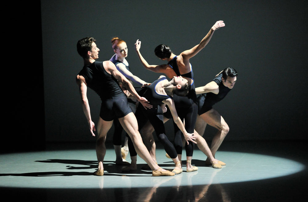 Northern Ballet in Kenneth Tindall's <I>Project # 1</I>.<br />© Brian Slater. (Click image for larger version)