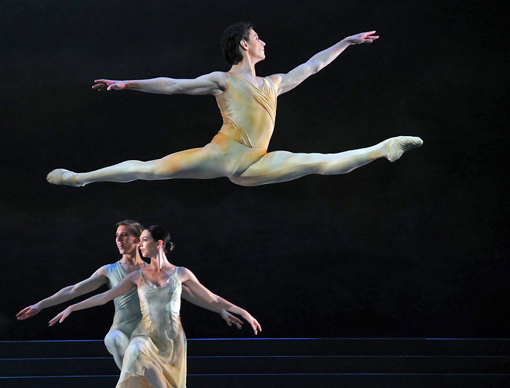 Sergei Polunin in Rhapsody (Lara Turk and Dawid Trezensimiech below). © Dave Morgan.