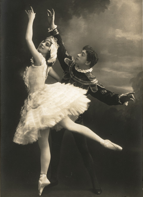 Anna Pavlova and Nicholas Legat in Swan Lake. Published by Herm.Leiser. © and Courtesy of Dancing Times.