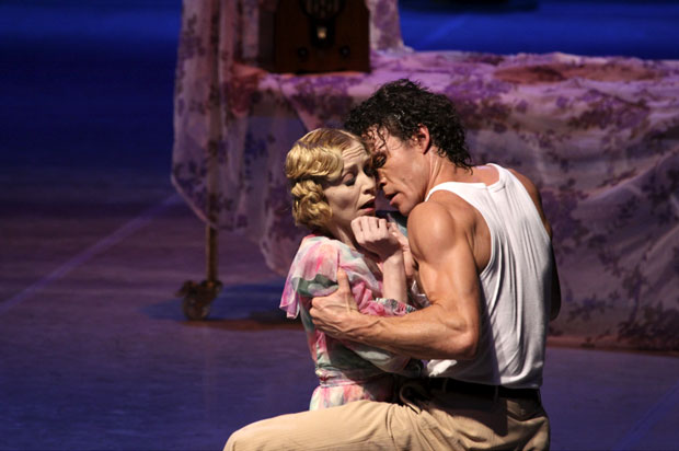 Silvia Azzoni and Carsten Jung in A Streetcar Named Desire. © Holger Badekow.