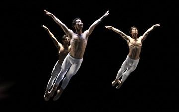 Hamburg Ballet - Third Symphony of Gustav Mahler. © Holger Badekow.