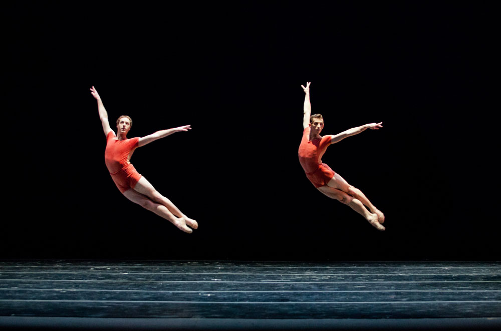 Tyler Savoie and Andrew Daly in William Forsythe's The Vertiginous Thrill of Exactitude. © Alexander Iziliaev.