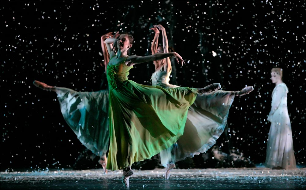 Melody Mennite and Artists of Houston Ballet in Stanton Welch's The Four Seasons. © Amitava Sarkar. (Click image for larger version)