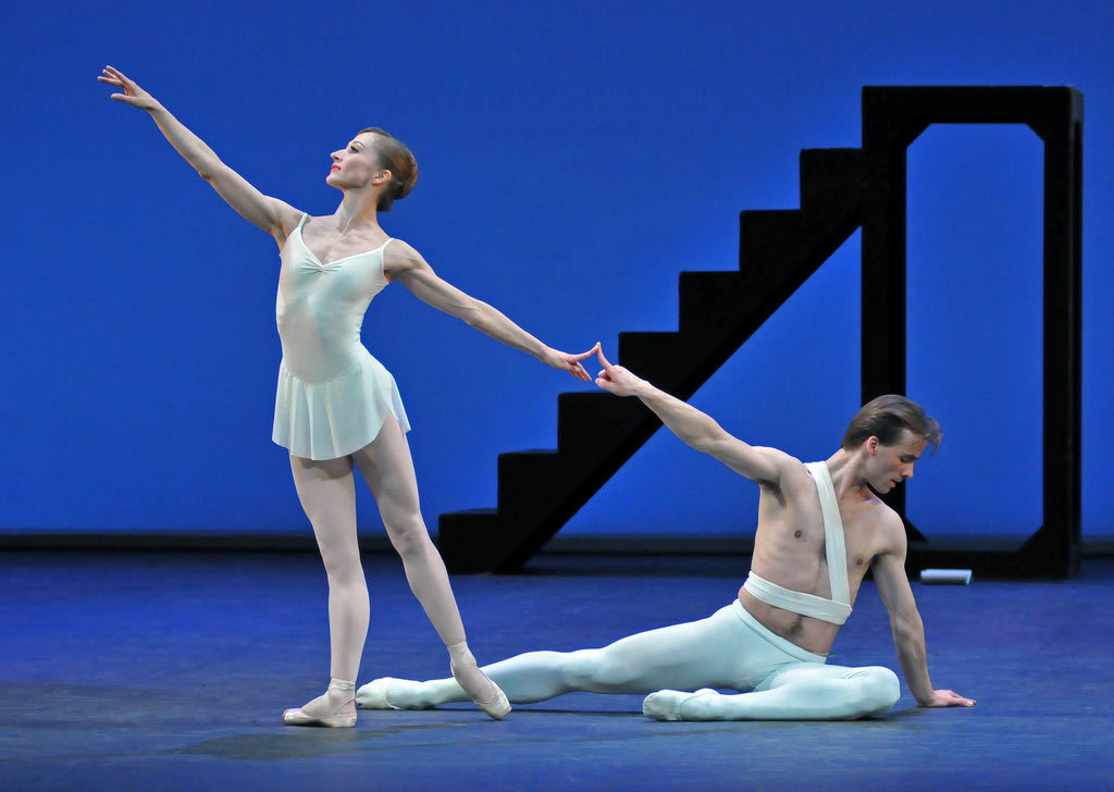 Zdenek Konvalina and Daria Klimentova in Apollo. © Dave Morgan. (Click image for larger version)