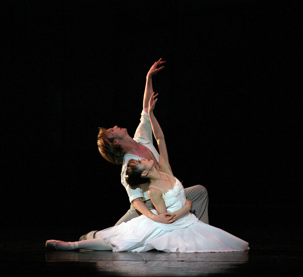 Nao Sakuma and Robert Parker in <I>The Two Pigeons</I>.<br />© Bill Cooper. (Click image for larger version)