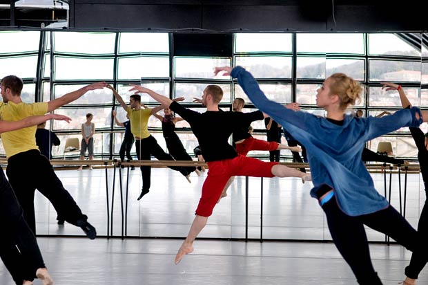 Lyon Opera Ballet. © Bertrand Stofleth.