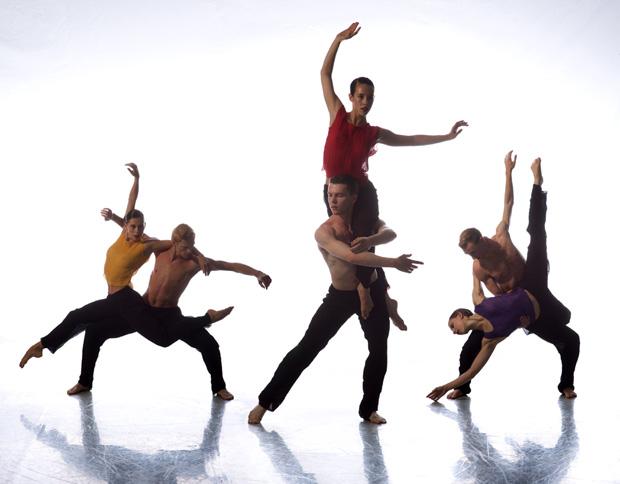 Nederlands Dans Theater 2 dancers. © Chris Nash.
