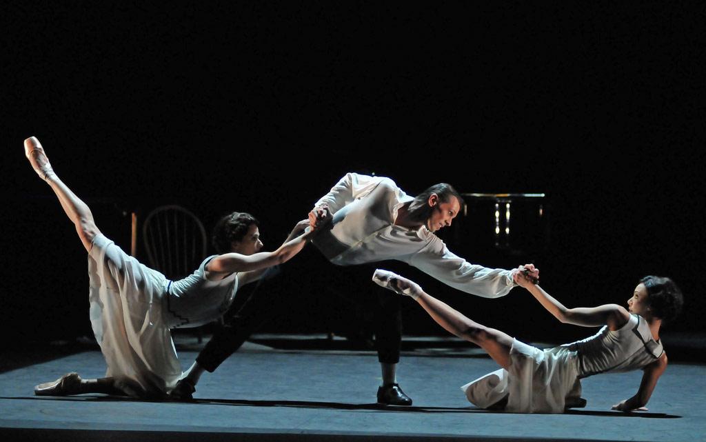Elena Glurdjidze, Dimitri Gruzdyev and Fernanda Oliviera in Jeux. © Dave Morgan. (Click image for larger version)