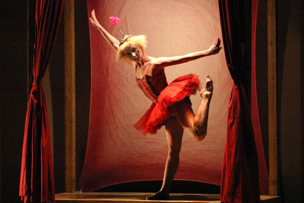 Inbal Pinto & Avshalom Pollak Dance Company in Oyster. © Eyal Landesman.