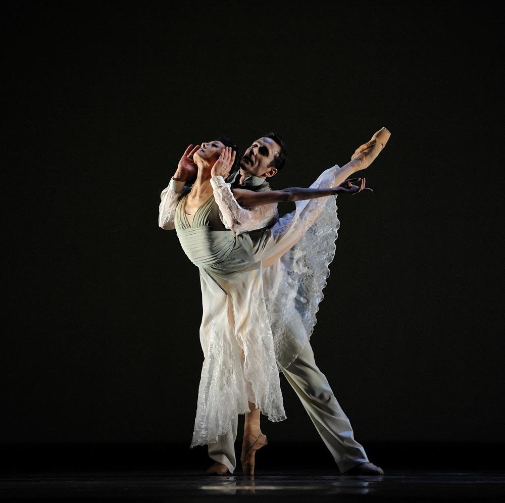 Yuan Yuan Tan and Damian Smith in Wheeldon's Ghosts. © Erik Tomasson.