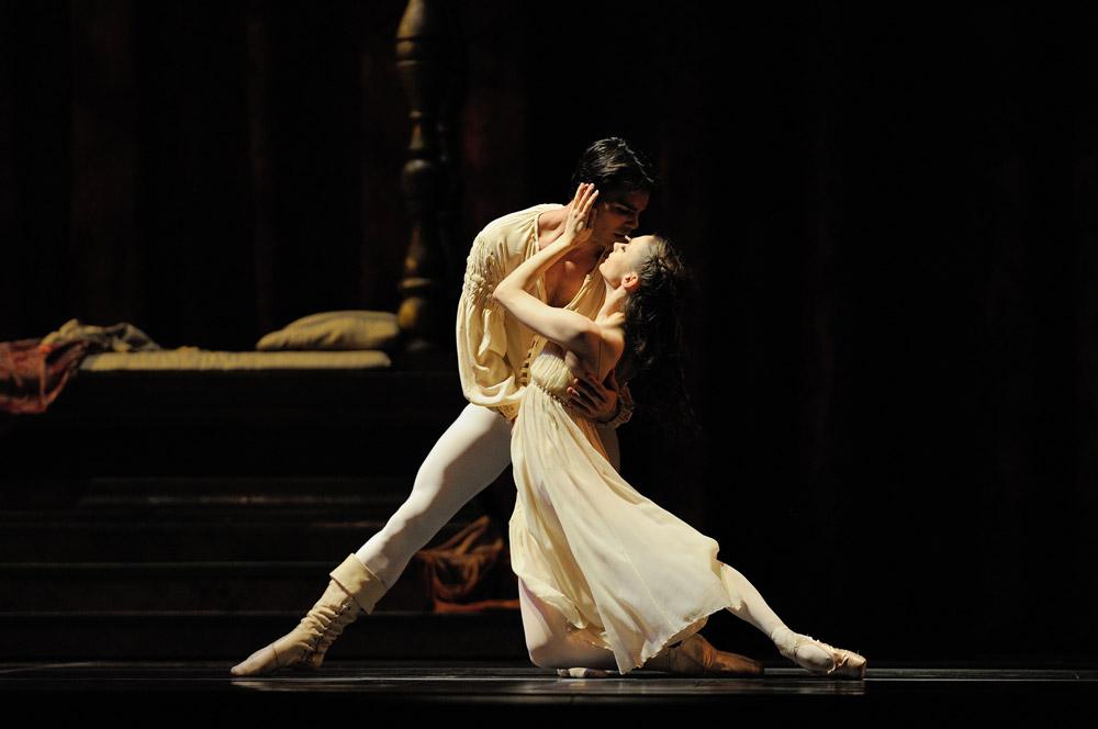 Maria Kochetkova and Joan Boada in Tomasson's Romeo & Juliet. © Erik Tomasson.