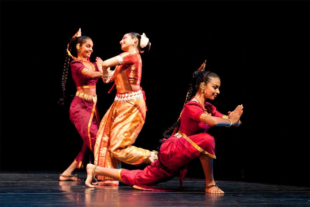 Mithilani Munasingha, Pavithra Reddy and Thaji Dias. © Nan Melville/Nrityagram.