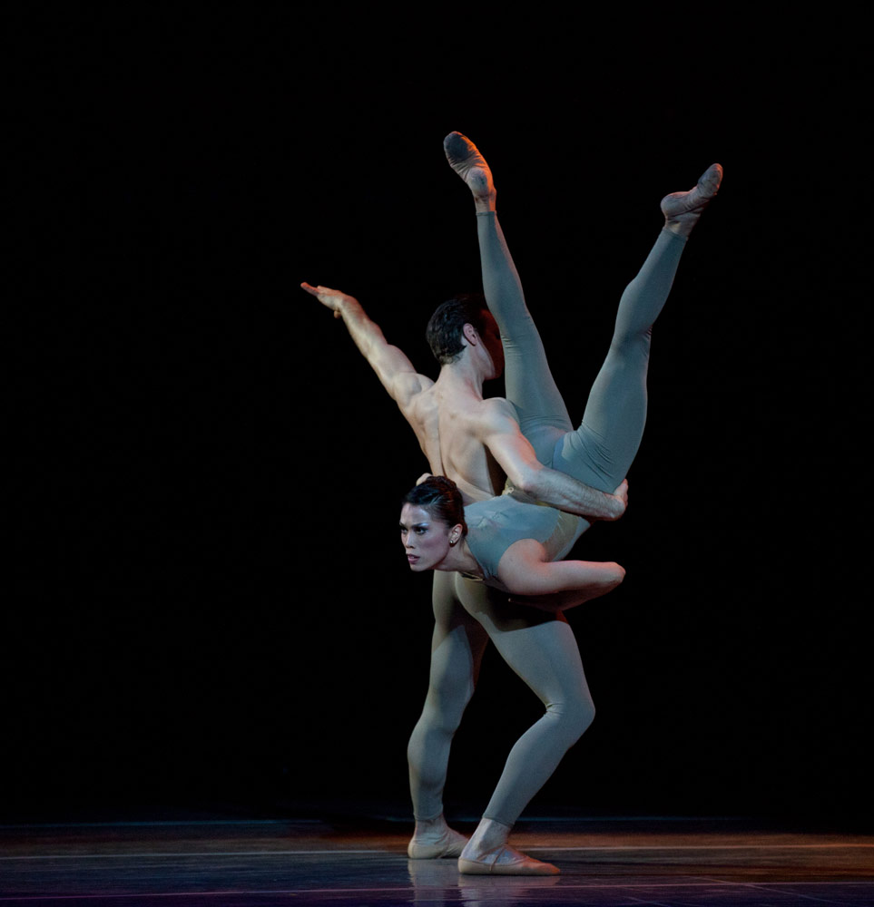 Lia Cirio and Sabi Varga in Jorma Elo's Sharper Side of Dark. © Rosalie O'Connor