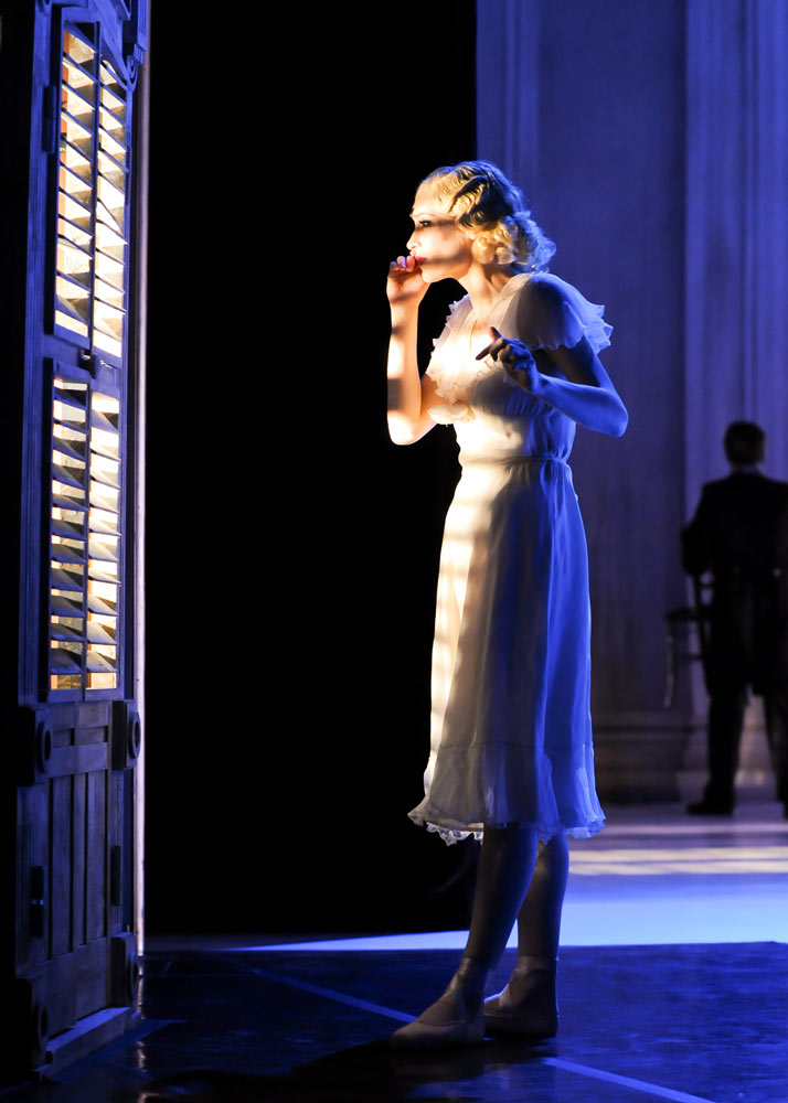 Eva Trapp as Blanche in A Streetcar Named Desire. © Rich Sofranko. (Click image for larger version)