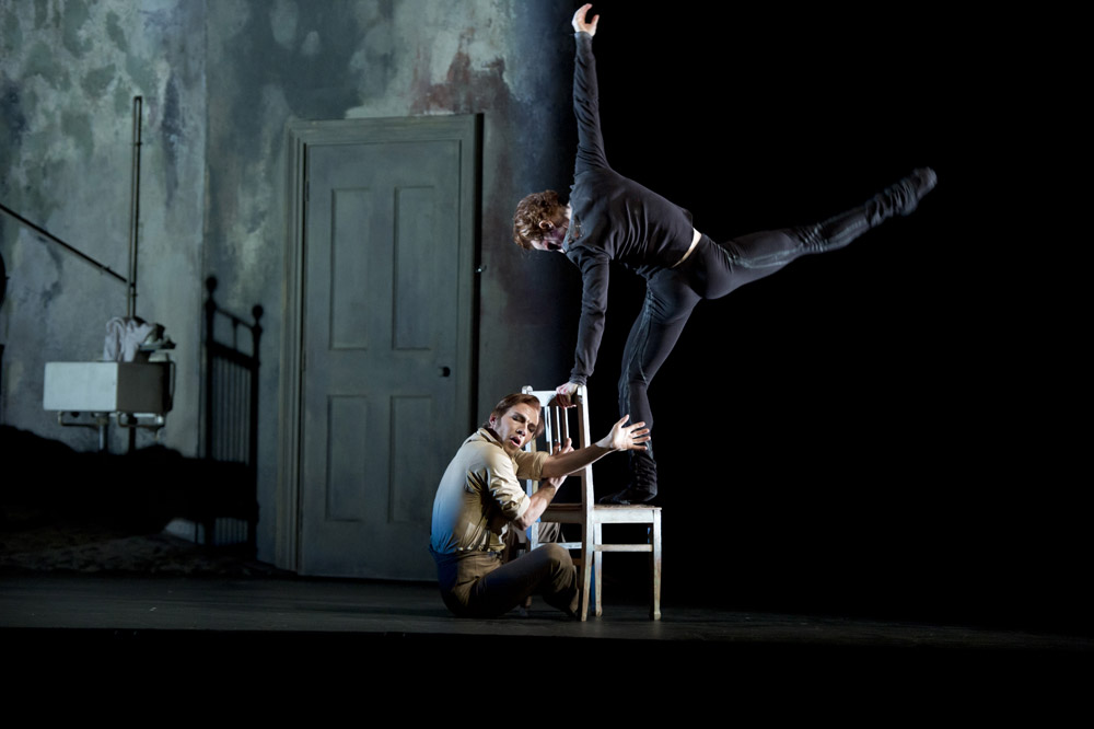 Johan Kobborg as Walter Sickert, Steven McRae as Jack in Liam Scarlett's <I>Sweet Violets</I>.<br />© Bill Cooper, courtesy of ROH.