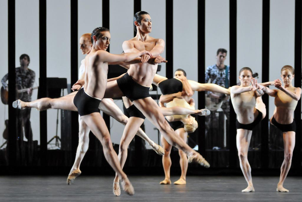 Ludovic Ondiviela, Ryoichi Hirano (far right, is Claire Calvert and Camile Bracher, with Mark Ronson in the background), in Wayne McGregor's Carbon Life. © Dave Morgan. (Click image for larger version)