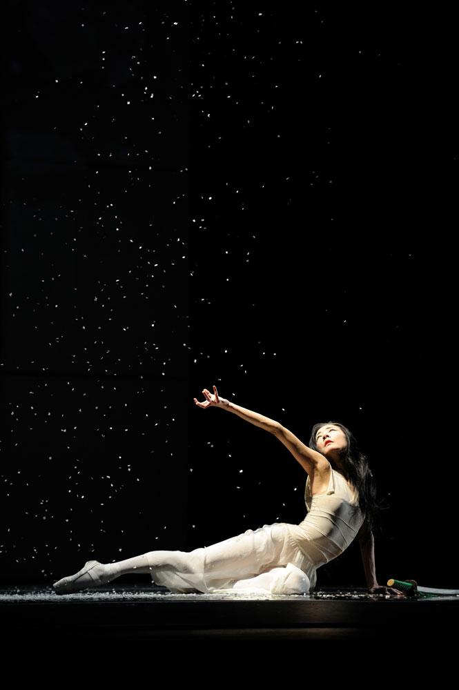 Yuan Yuan Tan in Possokhov's RAkU. © Erik Tomasson. (Click image for larger version)
