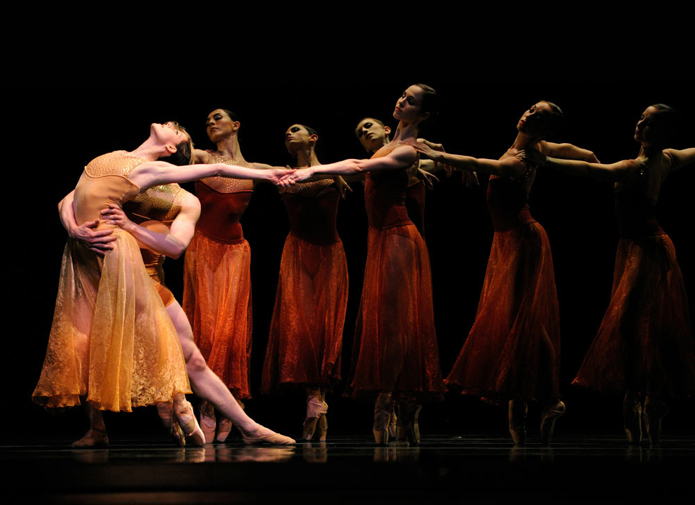 San Francisco Ballet in Liang's <I>Symphonic Dances</I>.<br />© Erik Tomasson. (Click image for larger version)