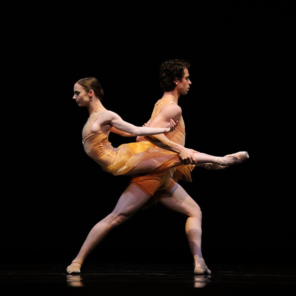 Maria Kochetkova and Vitor Luiz in Liang's Symphonic Dances. © Erik Tomasson. (Click image for larger version)