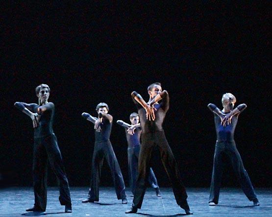 Ecole de Danse de l'Opéra national de Paris in Nils Christe's Symphonie en trois mouvements. © Francette Levieux. (Click image for larger version)