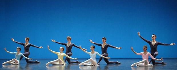Ecole de Danse de l'Opéra national de Paris in Violette Verdy's Variations. © Francette Levieux. (Click image for larger version)