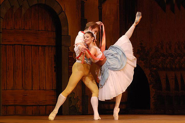 Alina Cojocaru and Johan Kobborg in La Fille mal Gardee. © John Ross.
