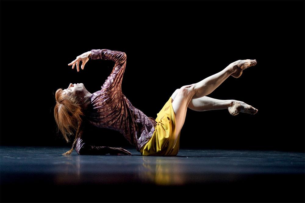 Sylvie Guillem in Mats Ek's Bye. © Lesley Leslie-Spinks. (Click image for larger version)