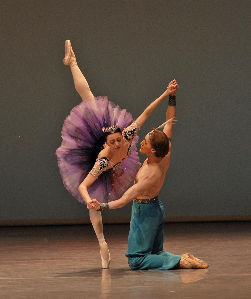 Nina Ananiashvili and Denis Matvienko in Le Corsaire. © Lado Vachnadze. (Click image for larger version)