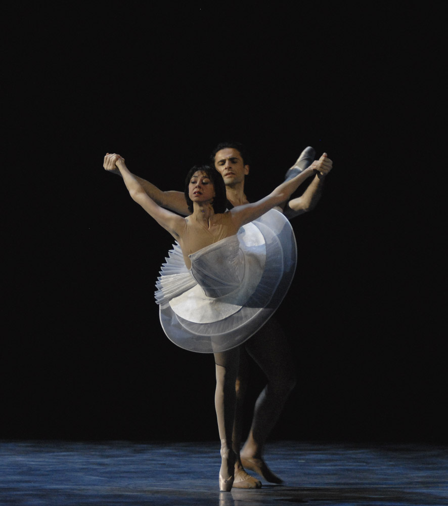 Nina Ananiashvili and Vasil Akhmeteli in Reflections. © Lado Vachnadze. (Click image for larger version)