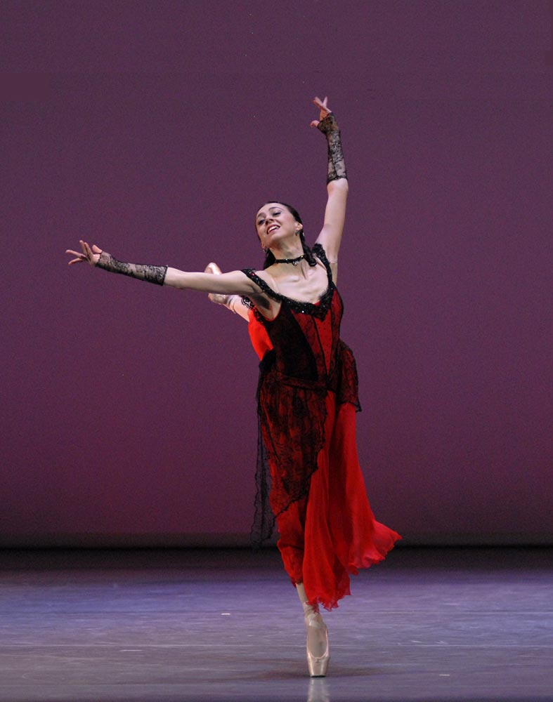 Nina Ananiashvili in Alexei Ratmansky's Waltz. © Lado Vachnadze. (Click image for larger version)