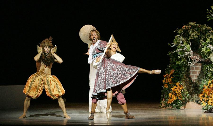 Les Ballets de Monte-Carlo's Le Songe (A Midsummer Night's Dream). © Marie-Laure Briane. (Click image for larger version)