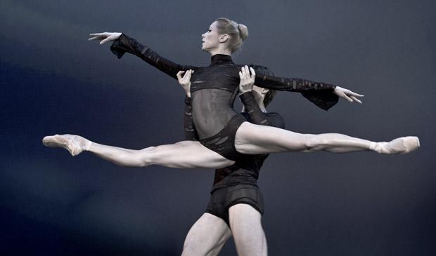 Iana Salenko (with Marian Walter) in Elegie der Herzen. © Nikolai Krusser. (Click image for larger version)