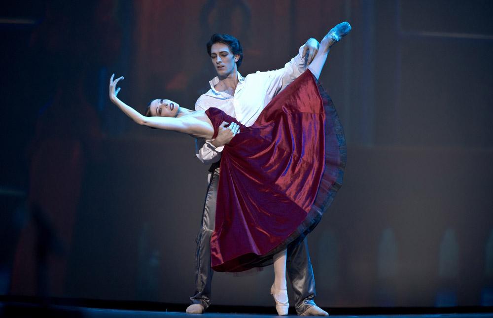 Isabelle Ciaravola and Mathieu Ganio in Les Enfants du Paradis. © Nikolai Krusser. (Click image for larger version)
