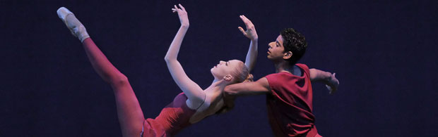Amar Ramasar and Teresa Reichlen in Peter Martins' Fearful Symmetries. © Paul Kolnik. (Click image for larger version)