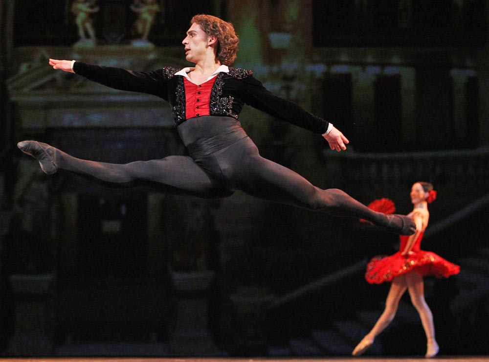 Ivan Vasiliev in Don Quixote. © Stanislav Levshin. (Click image for larger version)