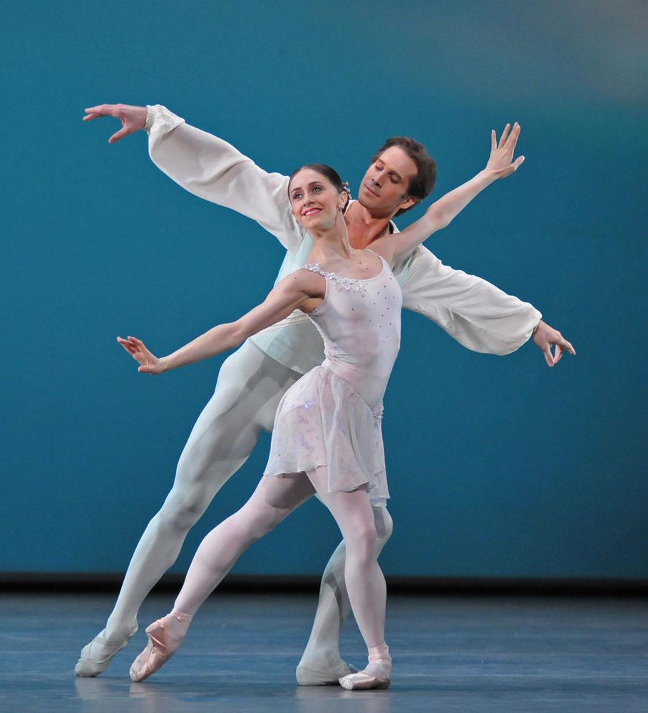 Marianela Nunez and Nehemiah Kish in Ballo della regina. © Dave Morgan. (Click image for larger version)