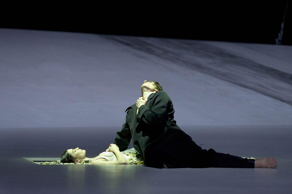 Aurelie Dupont and Herve Moreau in Sasha Waltz's Romeo and Juliet. © Laurent Philippe. (Click image for larger version)