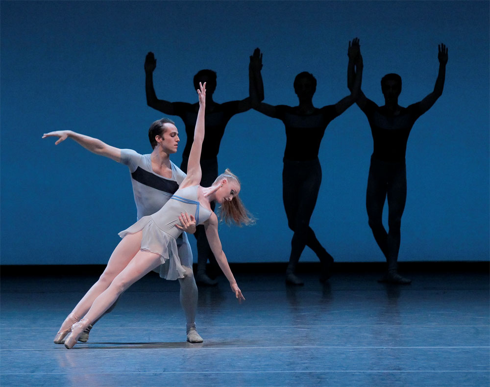 Teresa Reichlen and Jared Angle in Kammermusik No. 2. © Paul Kolnik. (Click image for larger version)