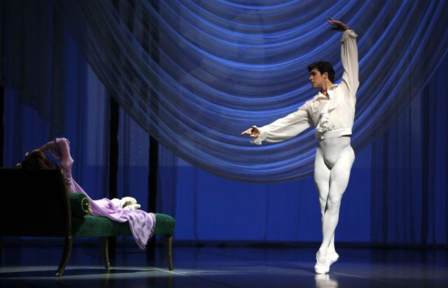 Roberto Bolle in Marguerite and Armand. © Rudy Amisano. (Click image for larger version)
