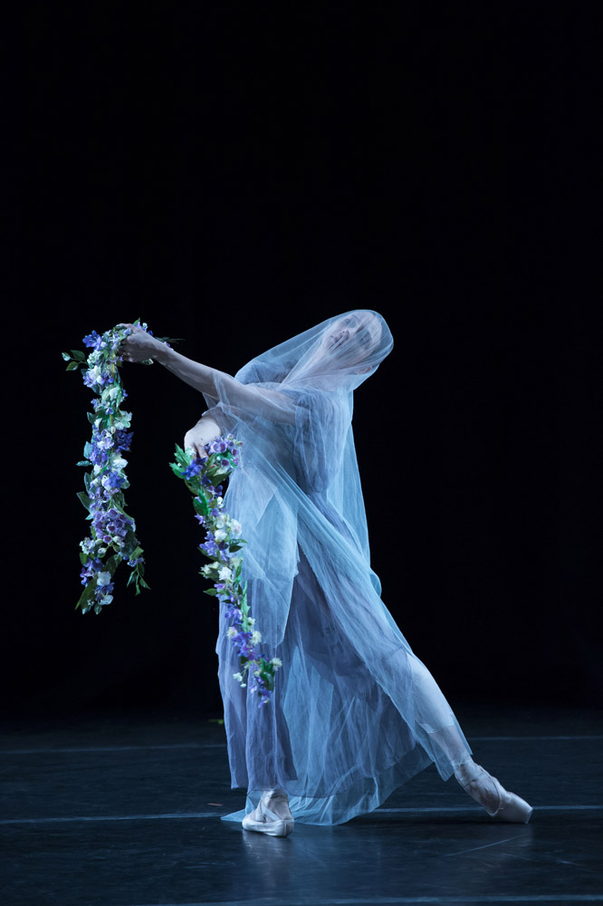 Roberta Marquez in La Nuit. © Bill Cooper. (Click image for larger version)