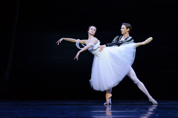 Zhang Si Yuan and Kostyantyn Keshyev in Giselle. © Conrad Dy-Liacco. (Click image for larger version)