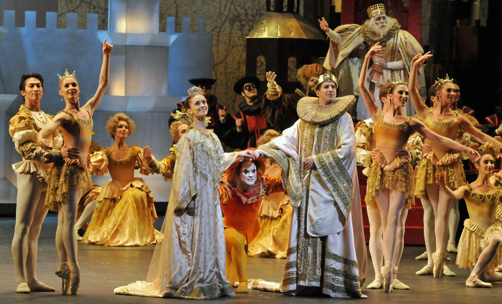 Finale tableau with Marianela Nunez and Nehemiah Kish split by Alexander Campbell. © Dave Morgan. (Click image for larger version)
